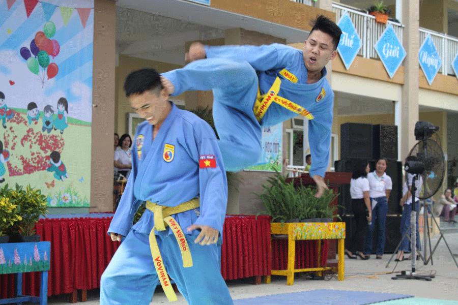 chuong-trinh-bieu-dien-tai-truong-tieu-hoc-tran-nhan-tong-1
